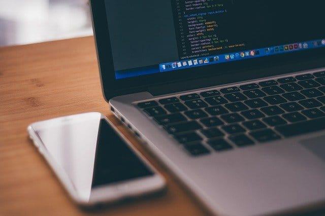 10 Famous Web Platforms Built with ReactJS